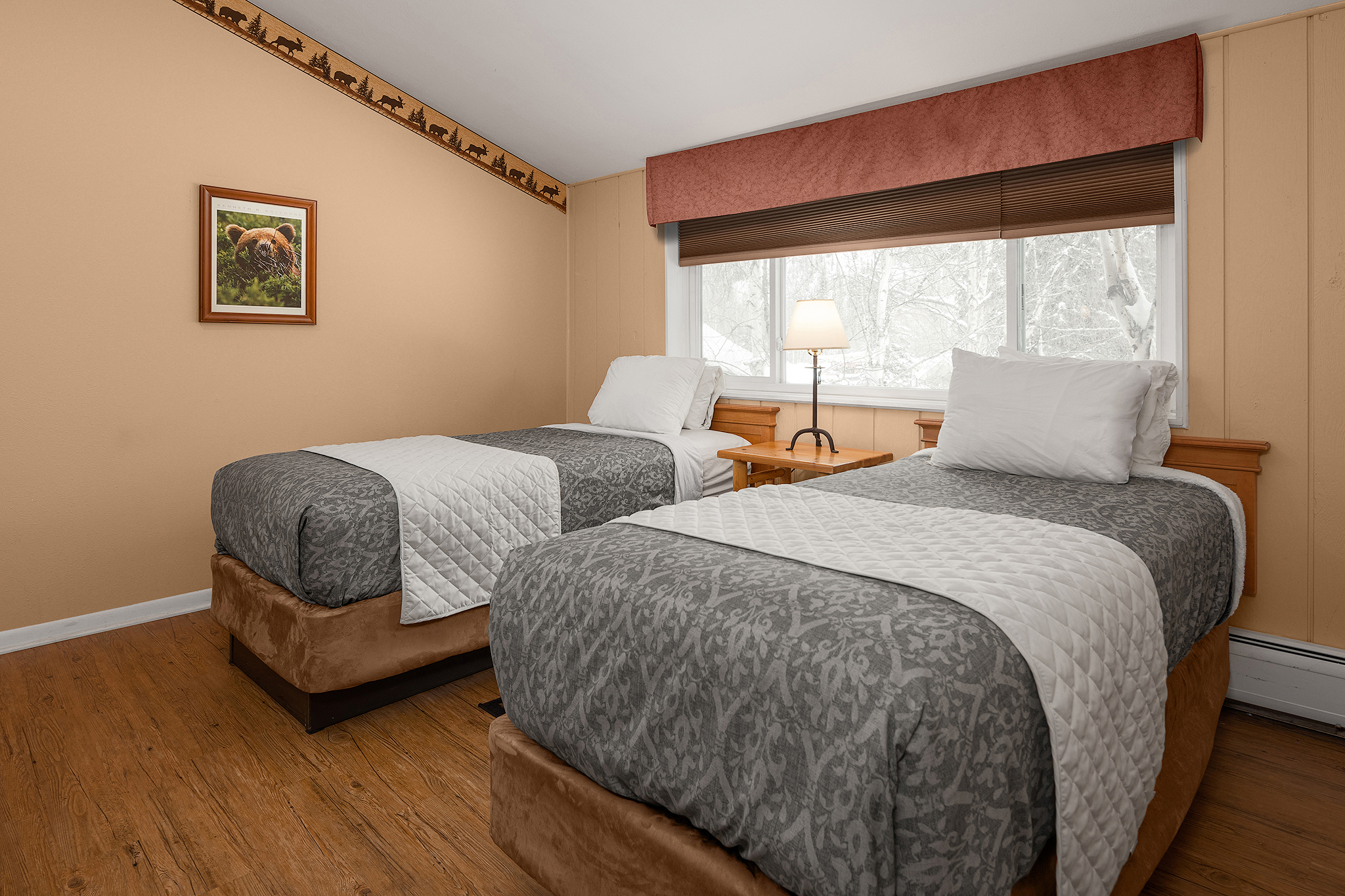 Bear Family Suite Interior - Additional Room 2 Twin Size Beds